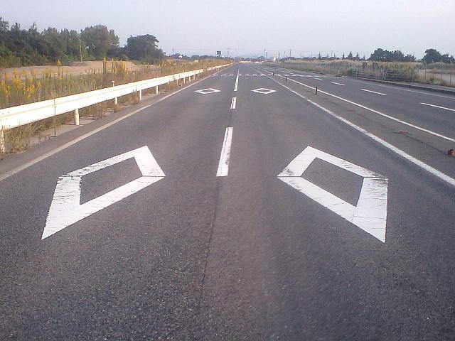 道路標示「横断歩道又は自転車横断帯あり」