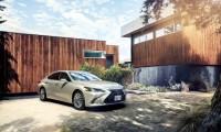 新型レクサスES 300hハイブリッド発売で納期3ヶ月待ち!世界初ミラーレス採用で価格は580万円から
