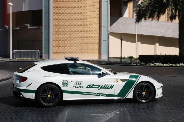 Ferrari FF ドバイ警察