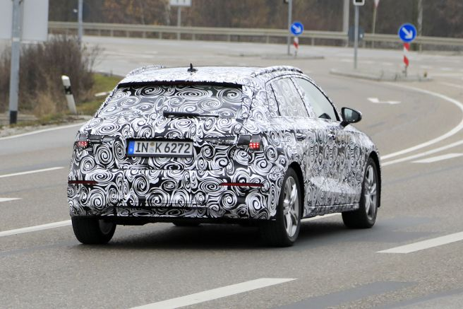 Audi A3 2018 新型スパイショット