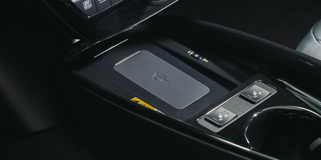 トヨタ 新型プリウス おくだけ充電