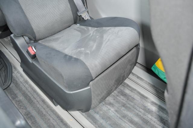 後部座席 シート