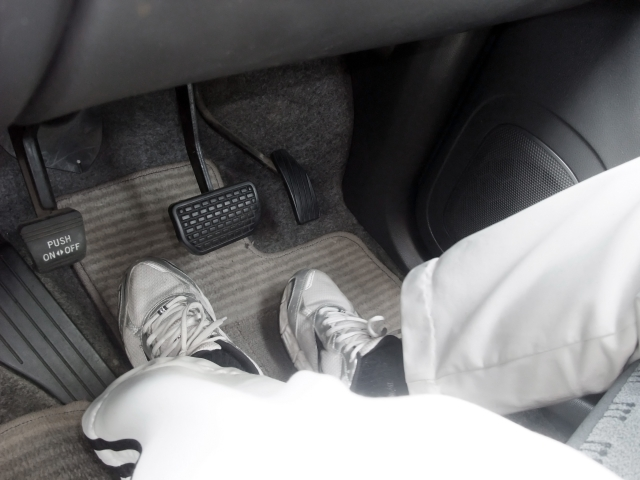 運転席 アクセル