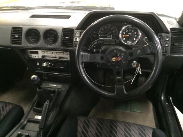 車 運転席 フロア