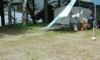 【紅葉台キャンプ場 総合情報】神秘的な西湖に位置するキャンプ場!気になる口コミ情報も