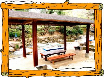 一里松キャンプ場 屋根付きサイト