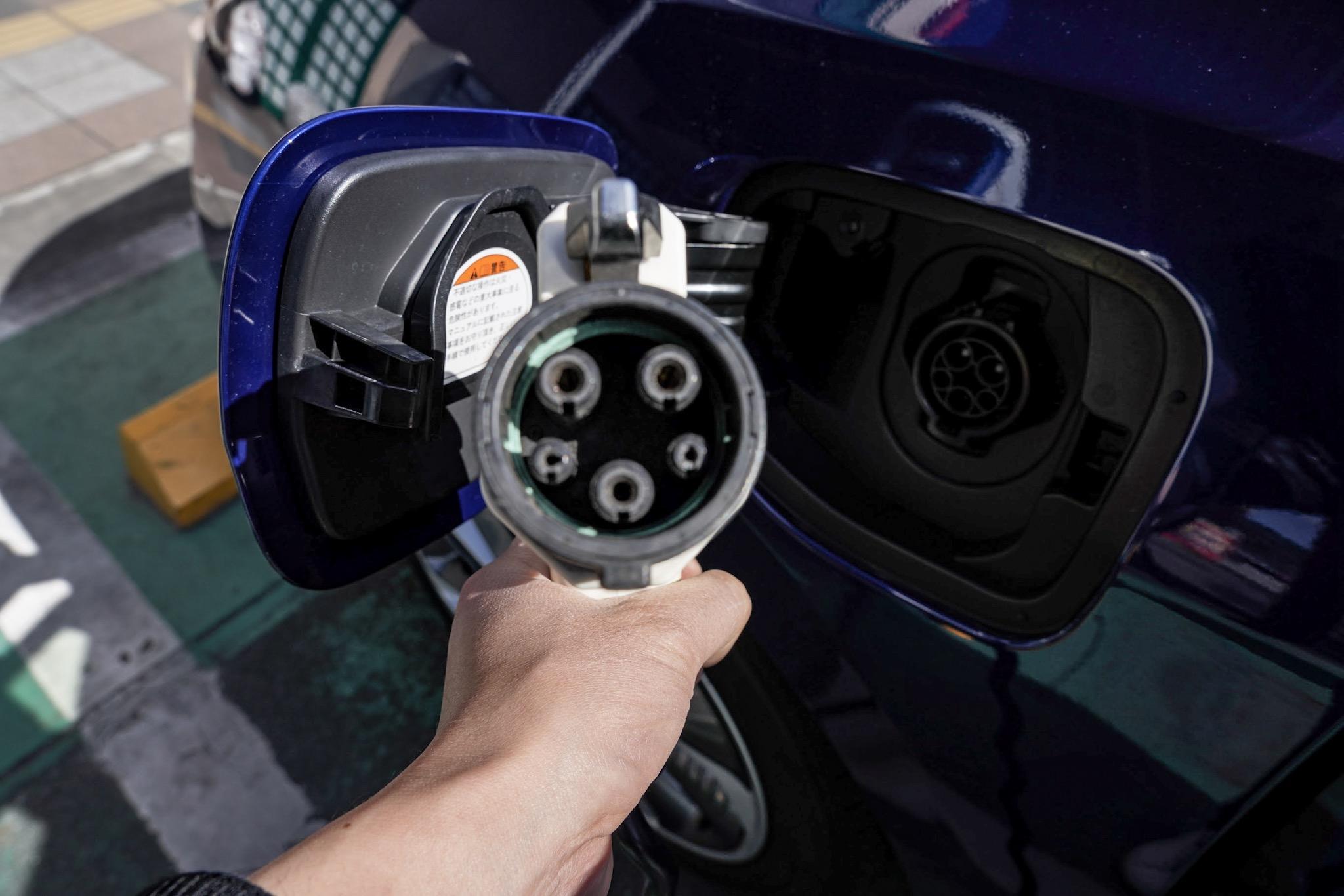 通常充電コネクタ 車両はホンダ クラリティPHEV