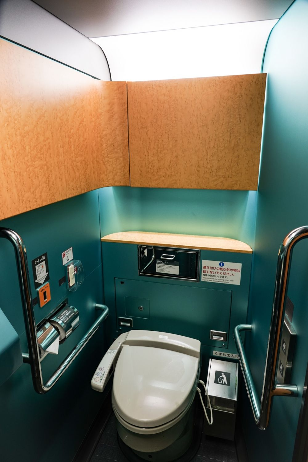 山形新幹線 E3系2000番台 トイレ