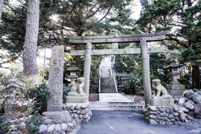 大瀬崎ビャクシン樹林入り口にある引手力命神社