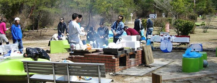 滋賀県希望が丘文化公園 野外食事風景