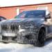2020年にデビューか?BMW 新型X6 Mの車内をスクープ