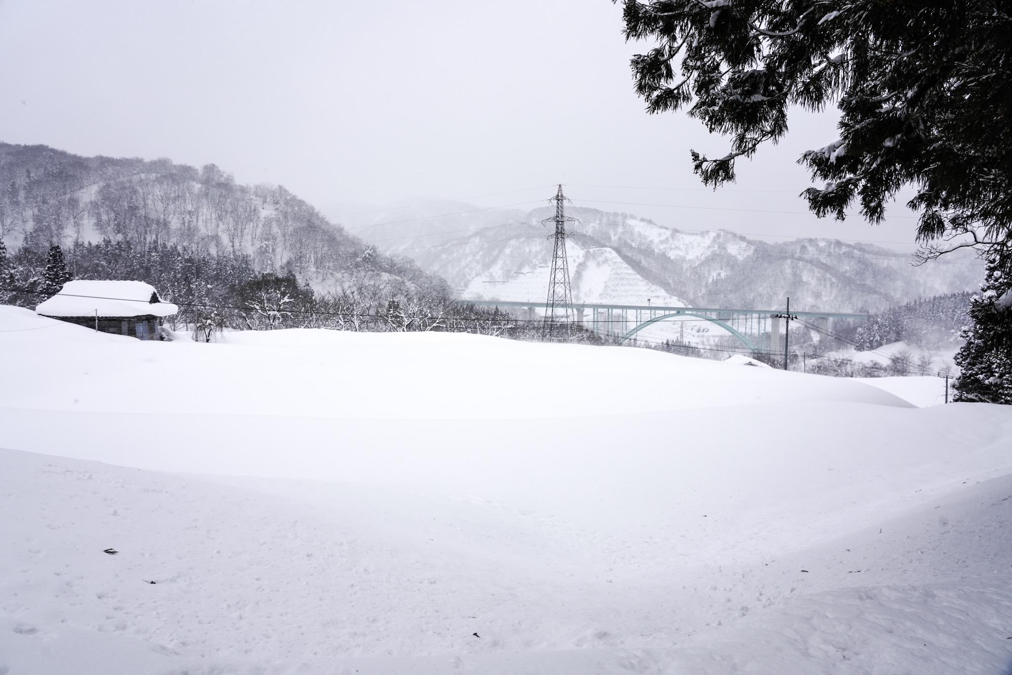 湯殿山総本寺大日坊瀧水寺から鳥海山系の山並みを眺める SUBARUテックツアー第10弾雪上試乗会