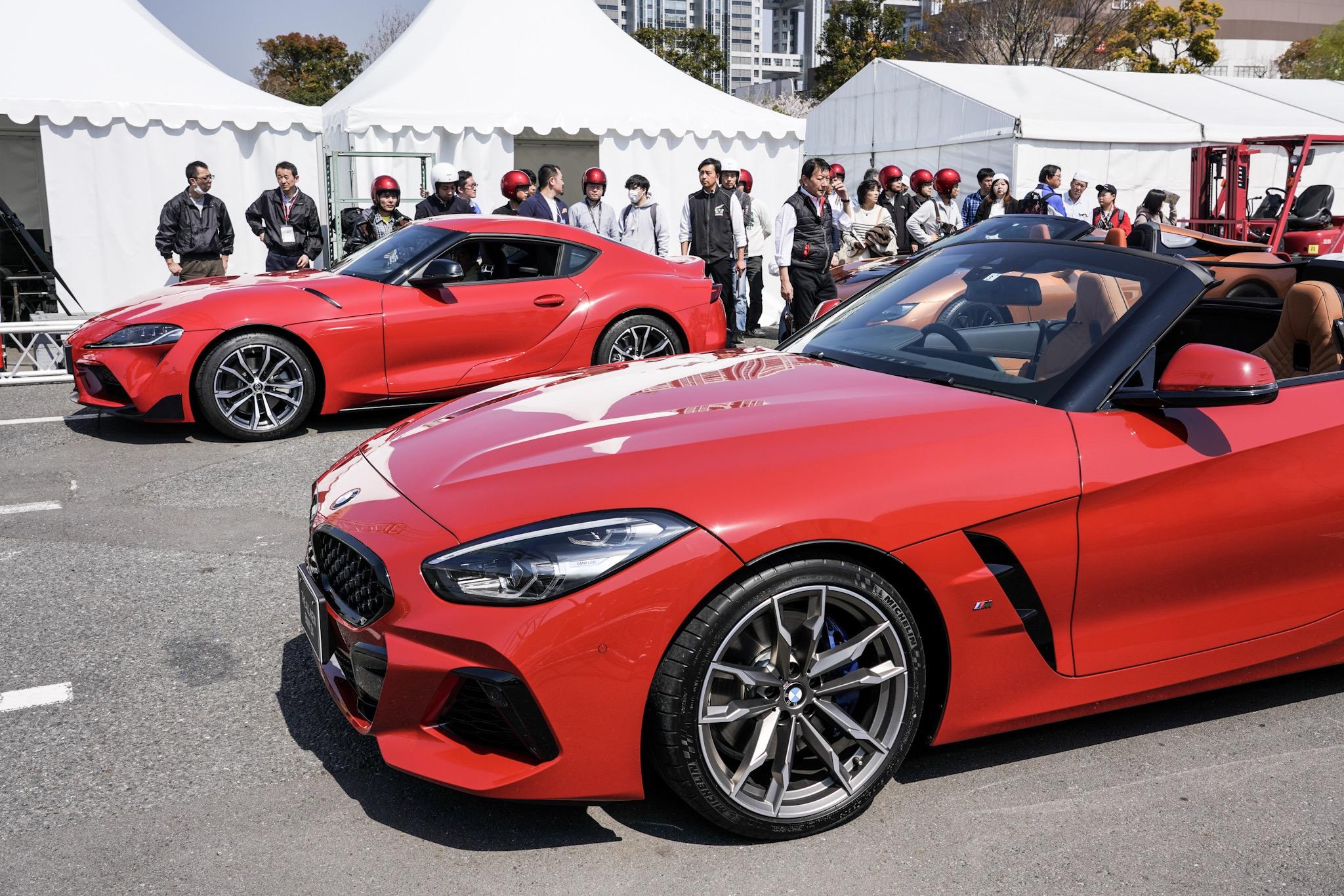 新型トヨタ スープラ BMW Z4が並ぶ(モータスポーツジャパン2019にて)