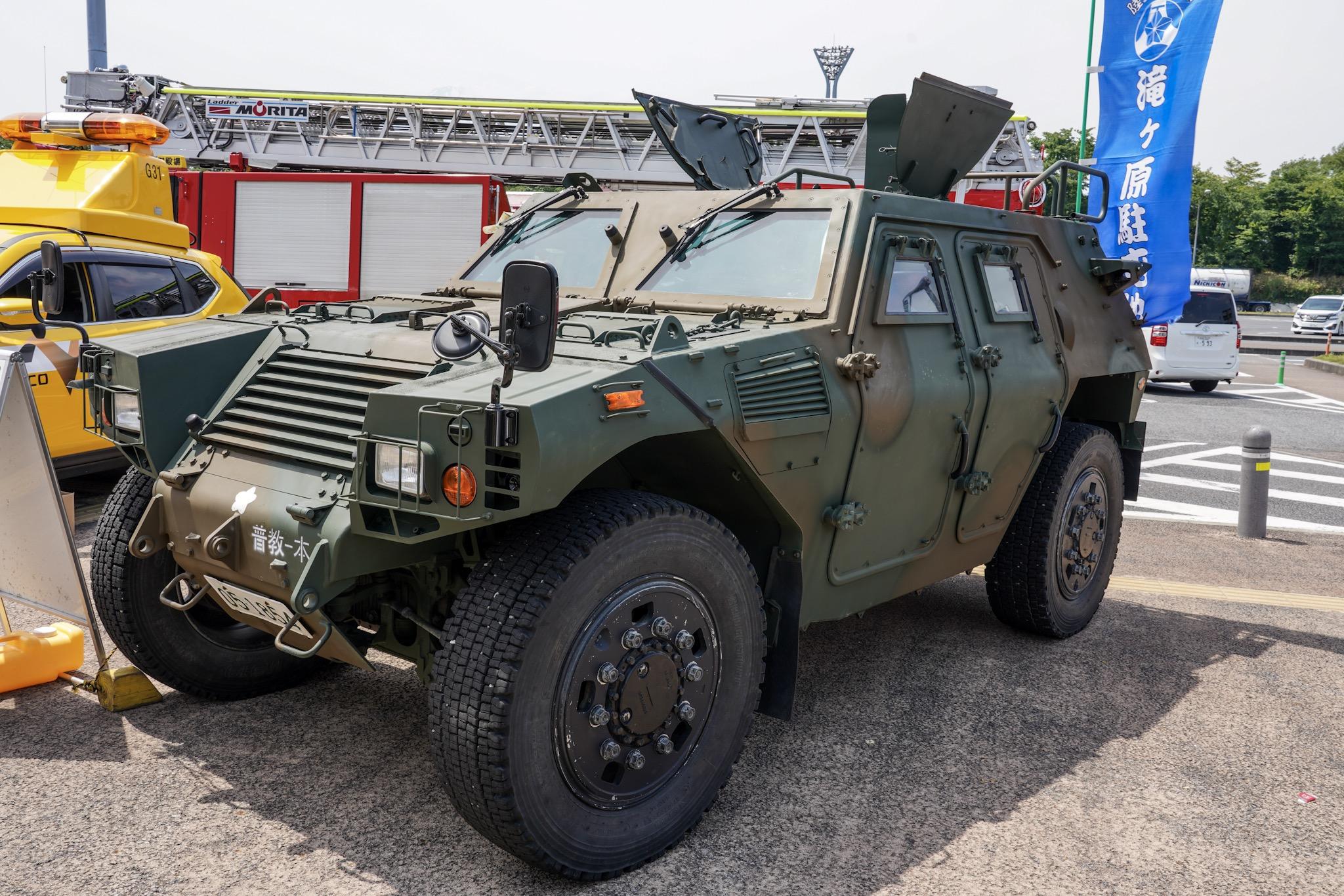 自衛隊の車 軽装甲機動車(LAV:ライトアーマー)