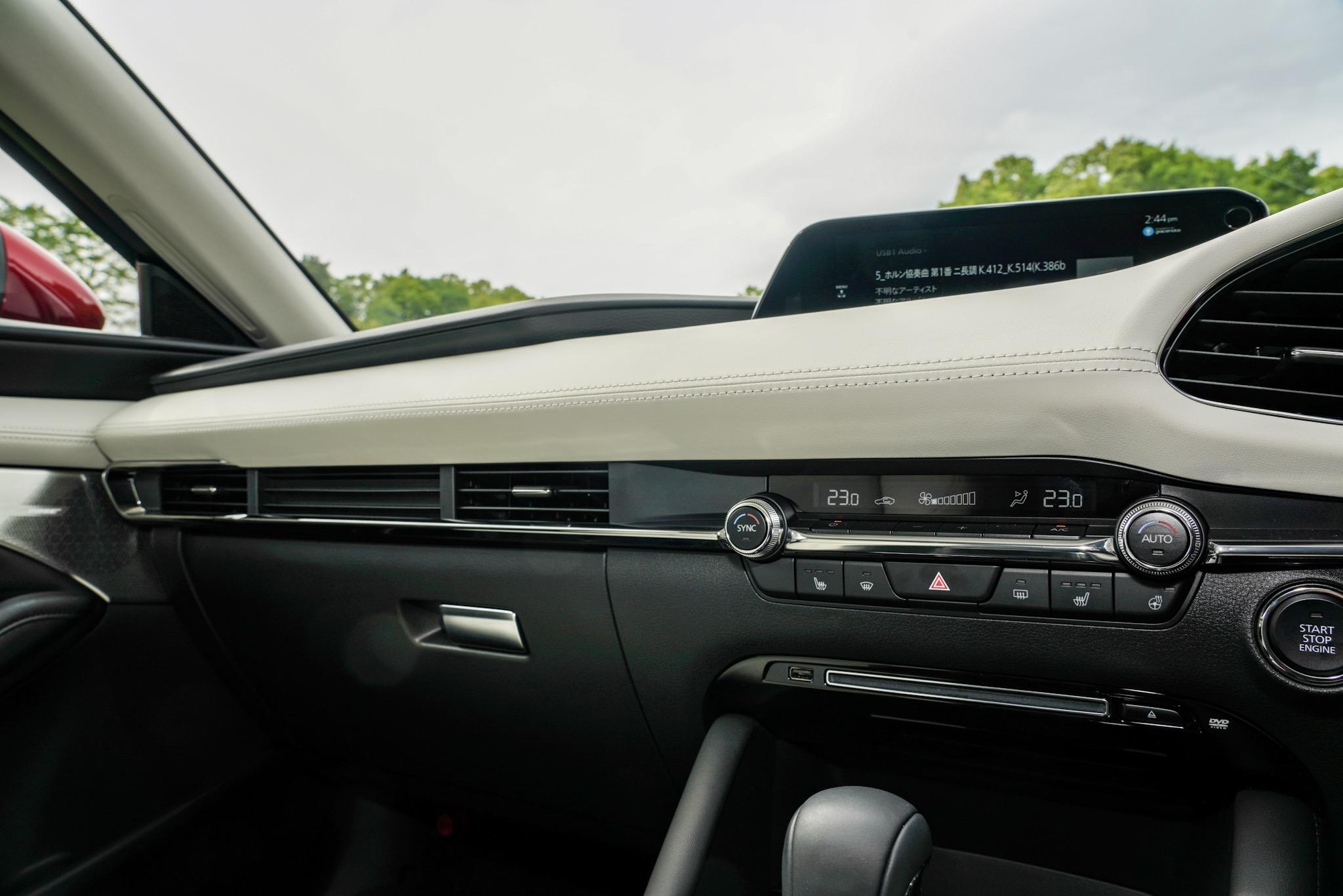 新型Mazda3 インパネ