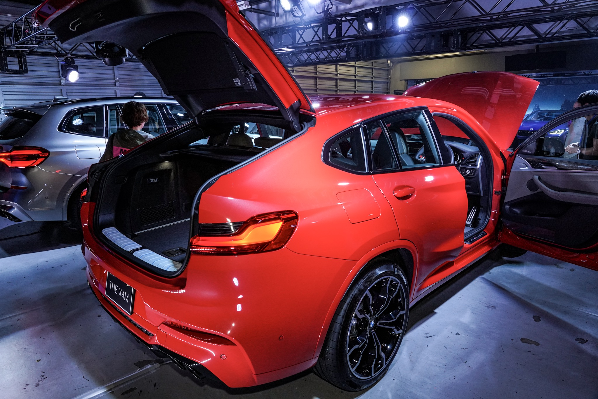 BMW X4 M コンペティション 荷室空間