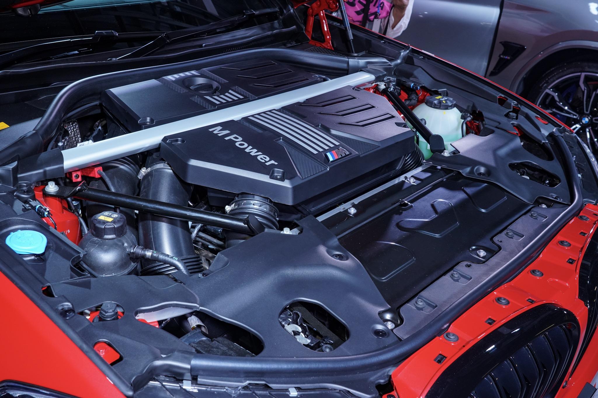 BMW X4 M コンペティション エンジンルーム