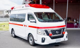 """【救急車に試乗してみた】日産 パラメディック 新型""""高規格救急車""""の価格は?"""