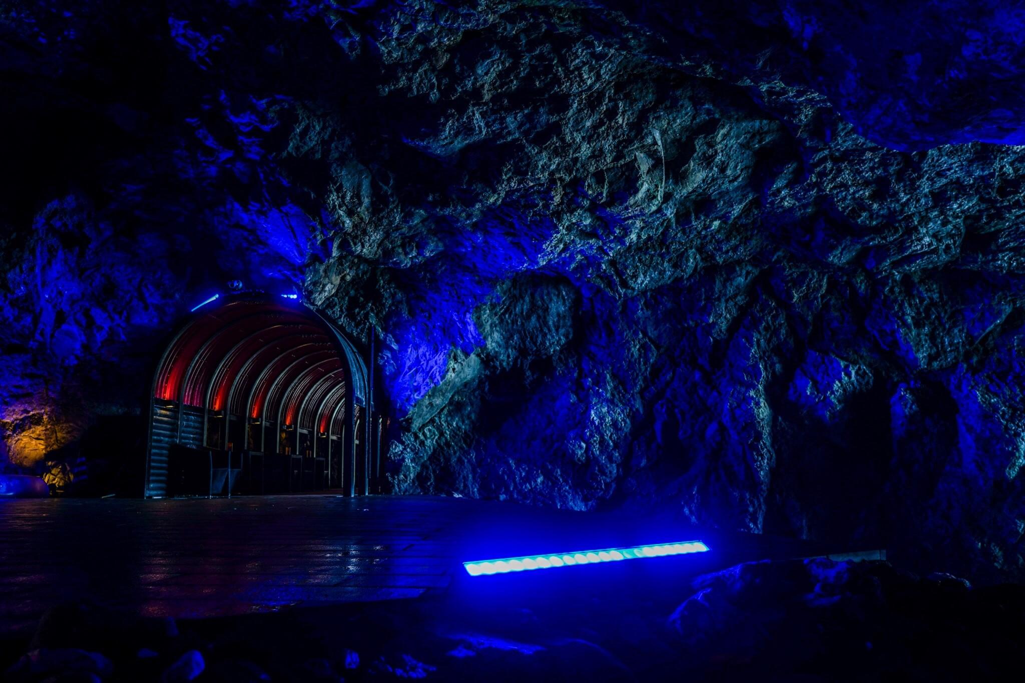 聖域の岬・青の洞窟 パワースポット「青色LED」