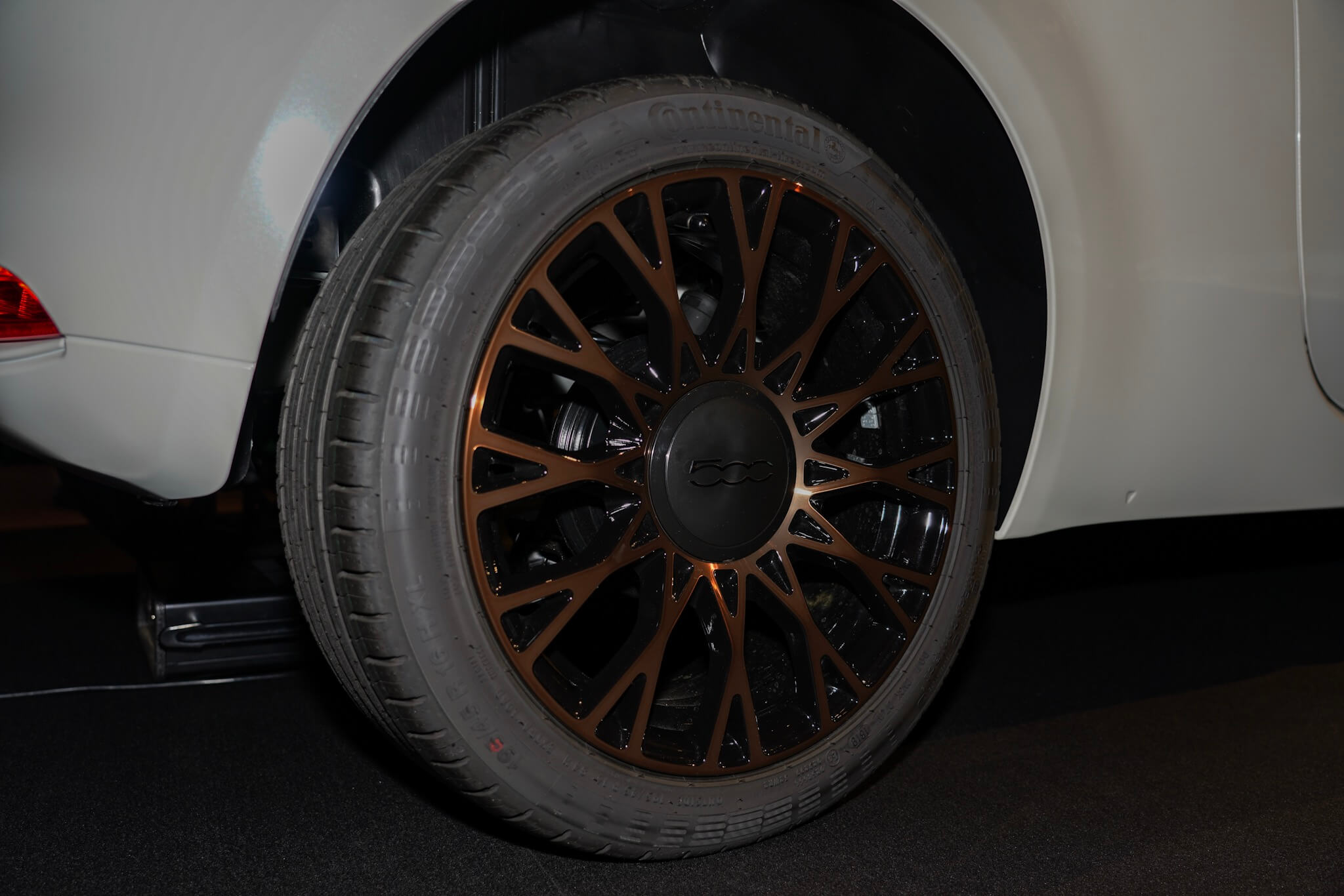 フィアット500(チンクエチェント)タキシード 120周年記念限定モデル