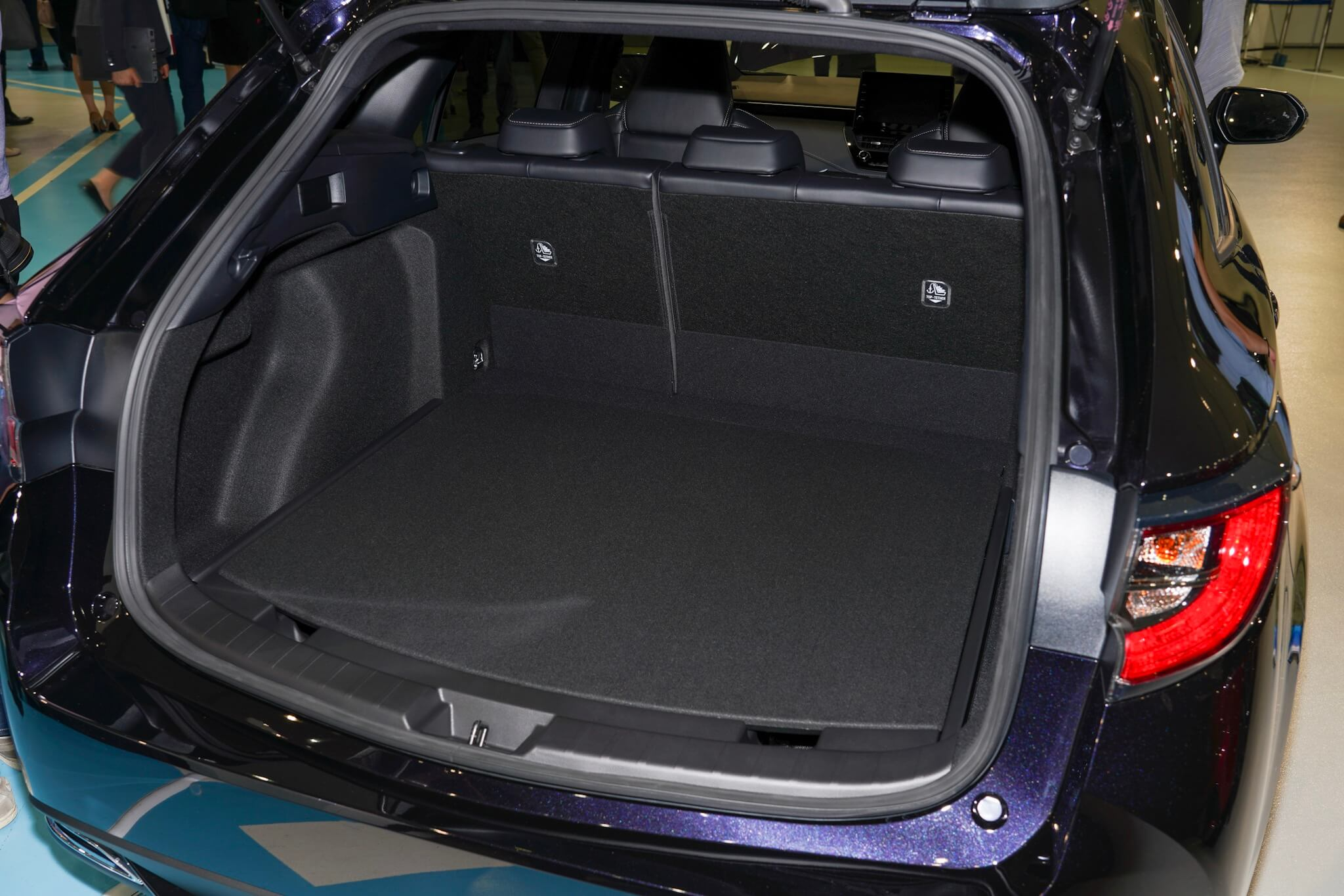 トヨタ カローラツーリング トランク