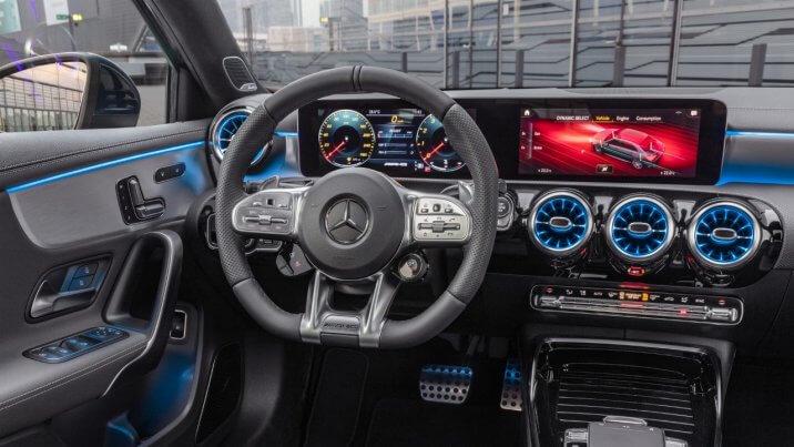 メルセデスAMG A 35 4マチック 運転席 2019