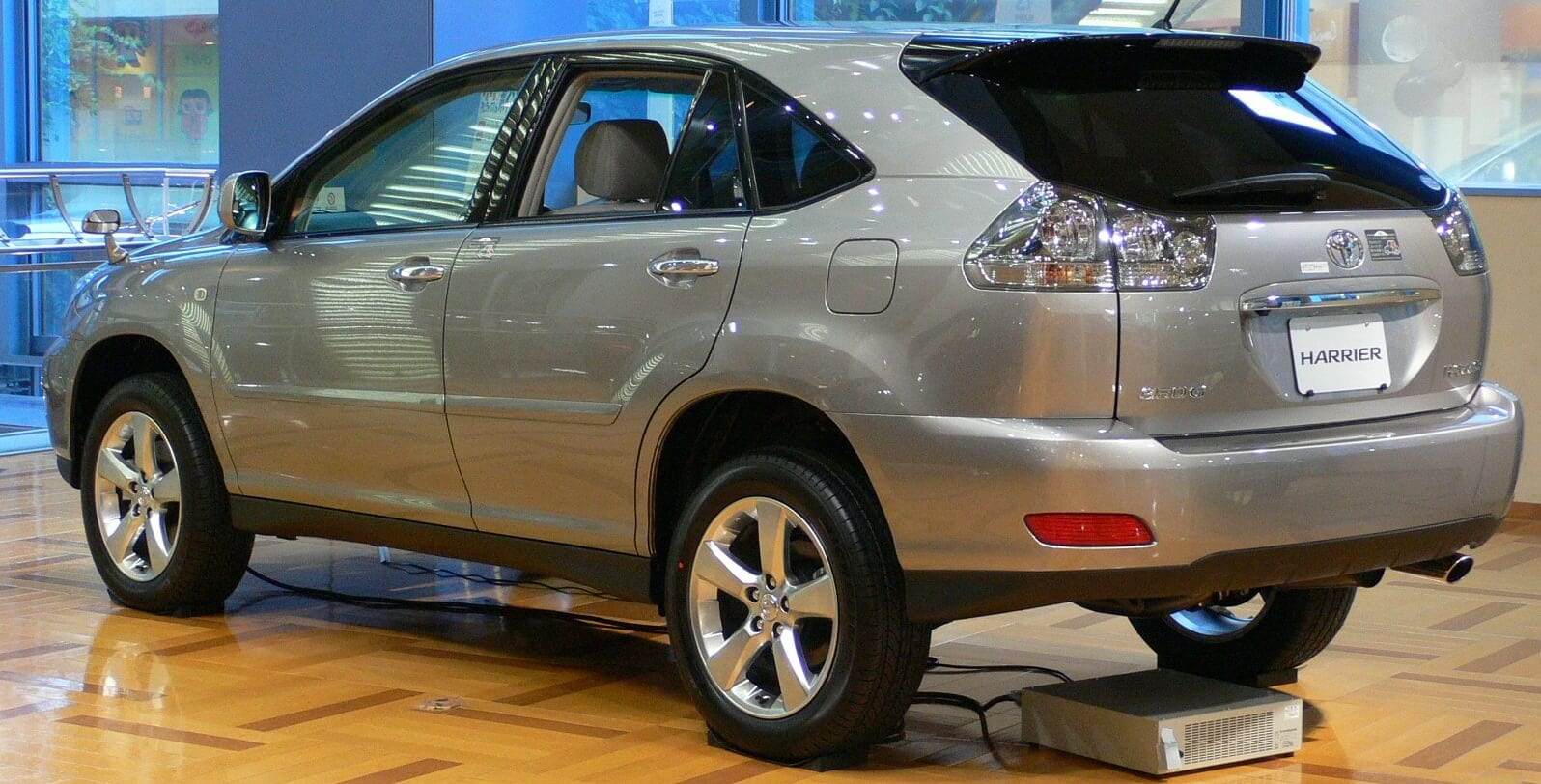Toyota_harrier_UA-ACU30W_rear_side